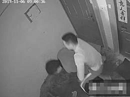 小偷溜进特警家遭抱摔 被当场擒获