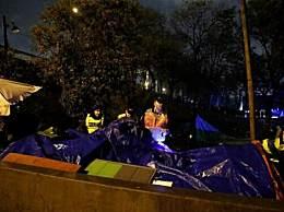 """巴黎清除移民营地 法总理称想""""夺回移民控制权"""""""