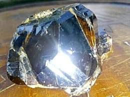 世界上最贵的石头 一克价值一个亿