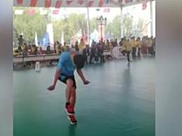 男孩跳绳1秒超7次获世界冠军 速度堪比闪电侠