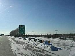黑龙江大雪封高速 10条高速全线封闭交通拥堵