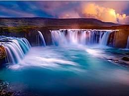 世界上最惊险的极限运动 游客直接从15米瀑布跳下去