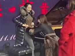 刘涛吉娜互量腰围 郎朗娇妻身材太迷人