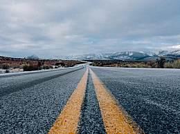 高速公路为什么没有路灯?其实都是因为它
