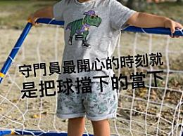 昆凌晒儿子小小周正脸照片 露乳牙大笑超级可爱