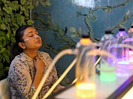 印度民众花钱吸氧 印度空气污染严重要花钱吸氧