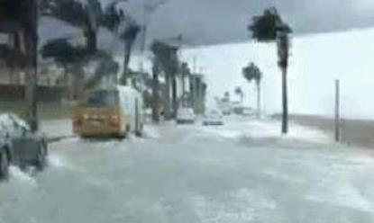 人工降雨引发暴雨 人工降雨引发暴雨阿联酋差点被淹