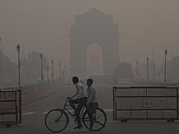 印度民众花钱吸氧50元15分钟 因空气污染已经达到危险程度
