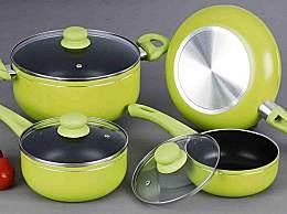 不粘锅表面的涂层有毒吗?使用不粘锅的注意事项有哪些