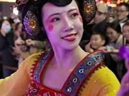 西安不倒翁小姐姐在哪表演?冯佳晨个人资料近照