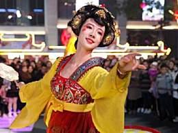 表演不倒翁小姐姐是谁 不倒翁小姐姐冯佳晨微博个人资料