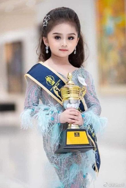 泰国6岁女童获选美冠军 专业范十足酷似洋娃娃