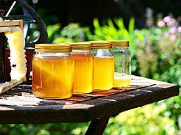 蜂蜜直接做面膜好不好?蜂蜜加水洗脸能有什么好处