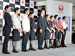 日本航空引入女性裤装制服 舒适方便还安全