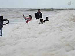 印度毒泡沫海滩是什么意思?有毒泡沫的恒河水和海滩长这样