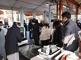上海迪士尼用X光安检 游客入园前安检方式引热议
