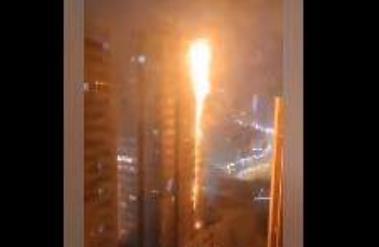 沈阳居民楼大火 两栋高层烈火熊熊燃烧蔓延