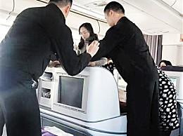 """头等舱变临时抢救室 女医生上演""""生死时速"""""""