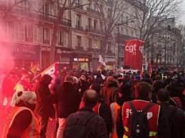 法国爆发大罢工 游行人数超80万人