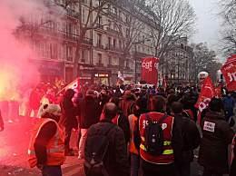 法国爆发大罢工 全国70%学校受罢工游行影响
