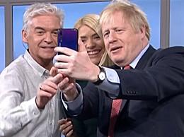 英国首相华为自拍 使用P20 Pro引国外网友热议