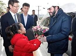 总统体验中国高铁 萨尔瓦多后总统纳伊布直呼不可思议