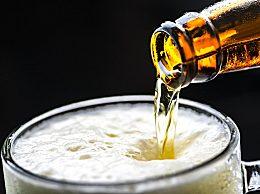 啤酒肚是啤酒造成的吗 男性啤酒肚装的才不是啤酒!