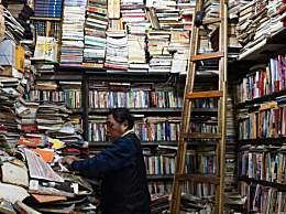 """重庆旧书店成网红 10余平方米独特的""""凌乱""""风格引市民打卡"""