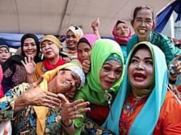 印尼举办大喊比赛 参与者可在台上喊出心声