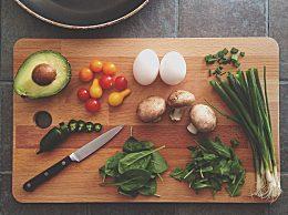 菜板什么材质最健康耐用 塑料菜板和木头菜板优缺点