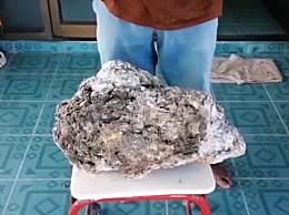 泰国男子海边捡到巨型龙涎香 价值高超500万