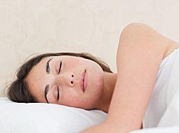 加湿器能放床头吗?睡觉开加湿器有哪些危害?