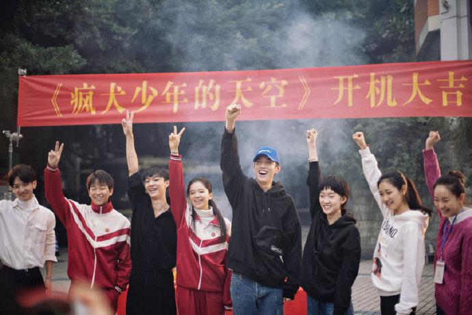 张一白新剧疯犬少年的天空曝海报 彭昱畅张宥浩饰兄弟