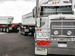 世界上最长卡车 长达1600米