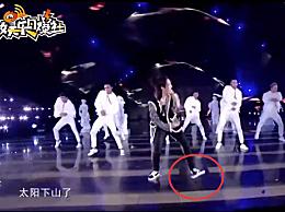 王一博跳舞踩坏地板 LED地灯瞬间变黑