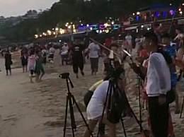 主播海滩骚扰游客 一些主播跟拍搞低俗内容