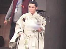 吴亦凡古装造型被曝 一袭白衣相当帅气