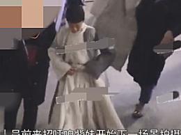 杨紫青簪行曝路透照 宦官造型白衣黑帽很清秀