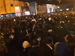 伊朗爆发抗议活动 高喊口号要求哈梅内伊下台