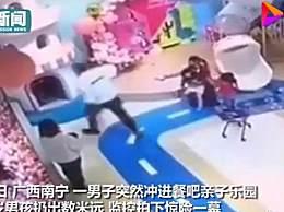 家长拎起4岁男孩扔出数米 4岁的男孩犯了什么错?