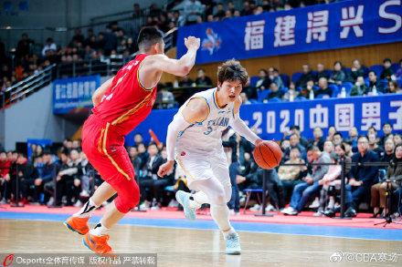 CBA福建vs八一队:王哲林25投18中 个人单场51分