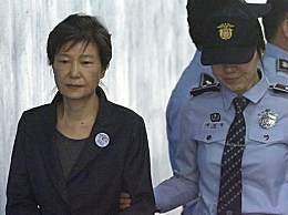 韩群众支持朴槿惠举行集会 一辆车冲入游行队伍致7人受伤