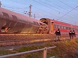 意大利一列车脱轨撞击翻转180度 至少2人死亡31人受伤