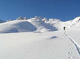 伊朗发生雪崩 造成7死78伤