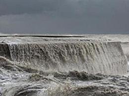 风暴丹尼斯肆虐英国 各地爆发洪水与泥石流等自然灾害