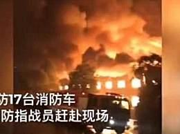 长沙一包装厂起火 119名消防指战员赶赴现场