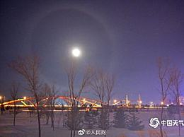 内蒙古现梦幻月晕 一轮皓月被彩色光环围绕太壮观
