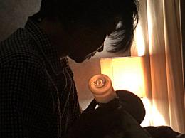 """张晋凌晨三点给儿子喂奶 调皮配文""""上夜班""""画面十分有爱"""