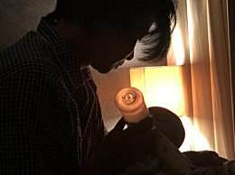 张晋凌晨三点给儿子喂奶 网友赞画面十分静谧有爱