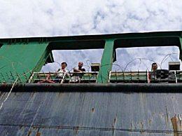 中国货轮遭海盗袭击 尼海军护送全部船员无恙